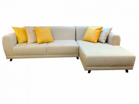 Sofá Aqua con chaise en tela antimanchas