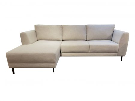 Sofa Olivia con chaise en tela antimanchas